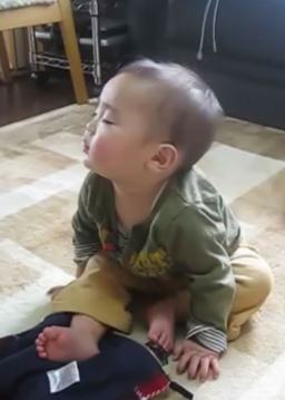بچه خوابالو بامزه