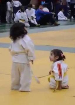 مبارزه کودکانه