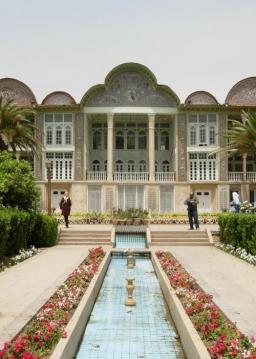 در باغهای شیراز